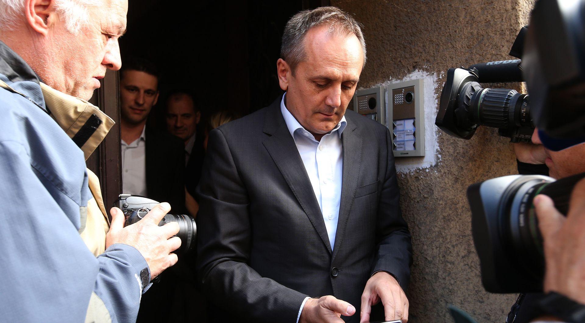 POČEO SASTANAK MOSTA Dragi Prgometu zabranjen ulaz u hotel Antunović!