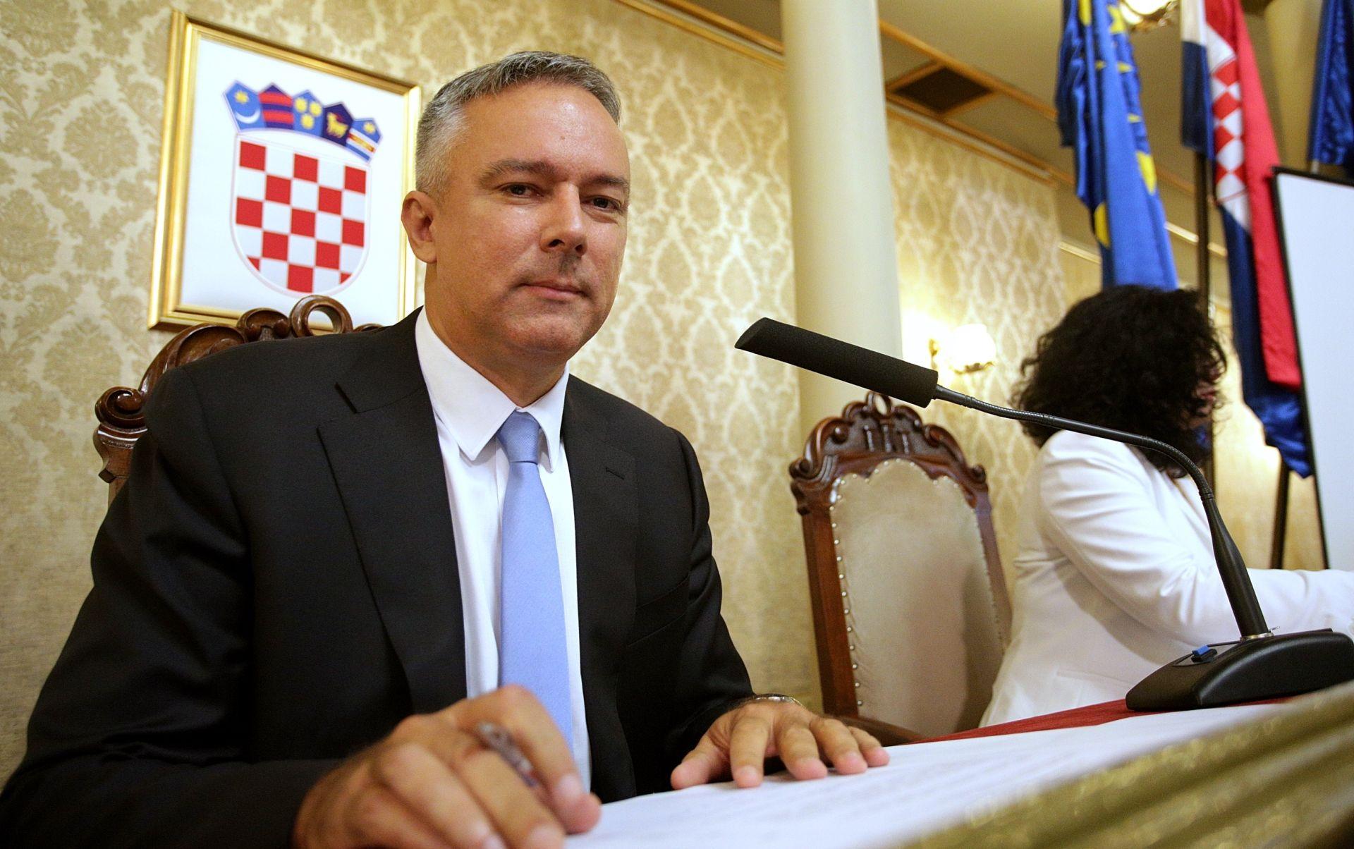 HNS: Kosor grubo zadire u slobodu zastupnika manjina