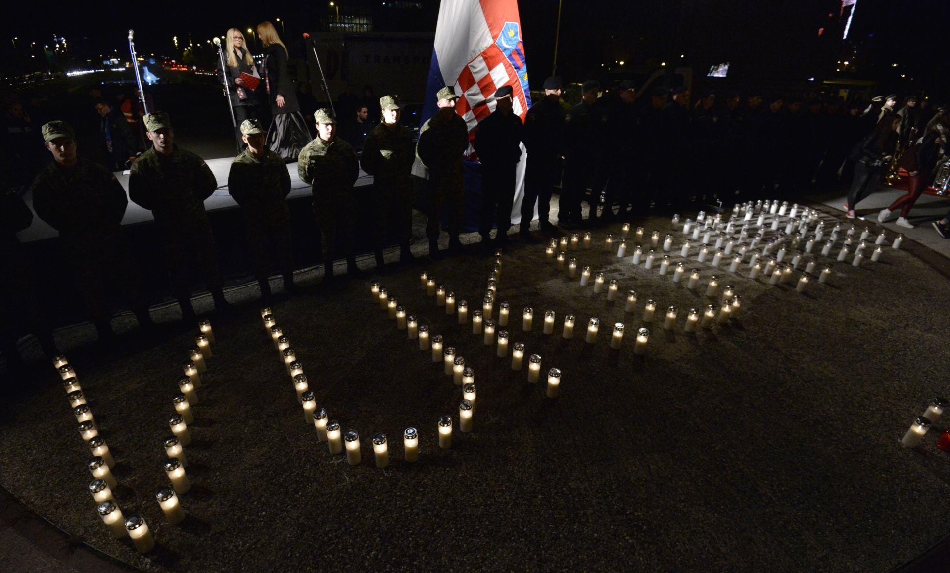 """FOTO: """"I reći ću vam samo još jednu stvar, zapamtite Vukovar"""" – U Zagrebu svijeće za žrtvu Vukovara"""