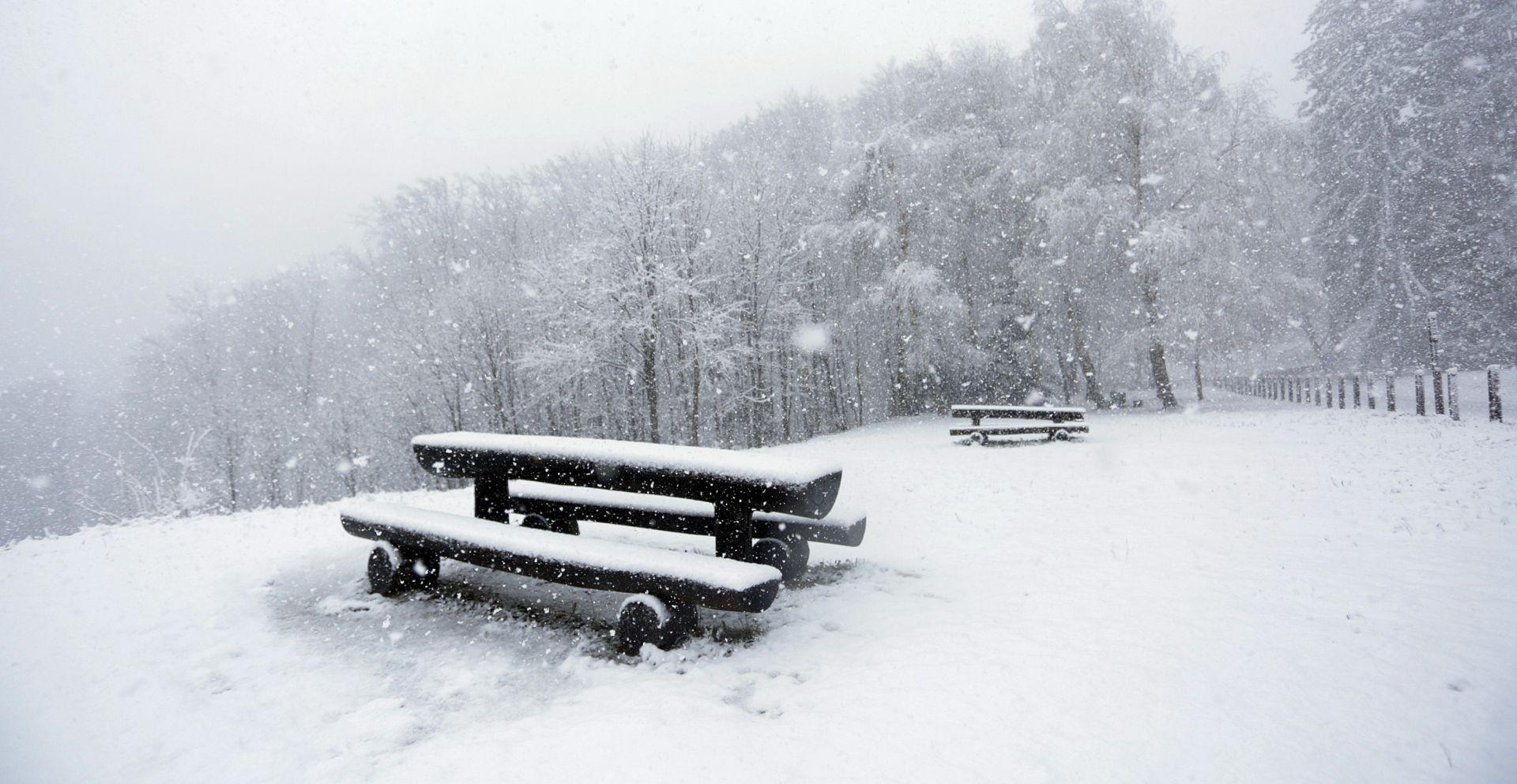 FOTO: STIGLA NAM CIKLONA OTO Sljeme već pod snježnim pokrivačem, pada i na Platku i Učkoj