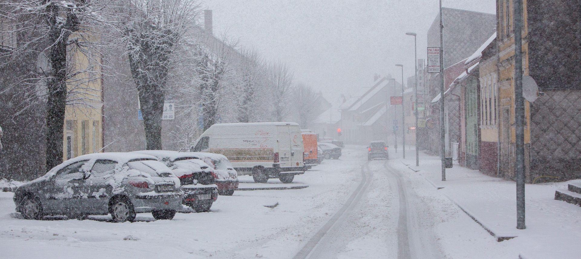 HAK Kiša, olujni vjetar, snijeg i mokri kolnici usporaažvaju promet u većini Hrvatske