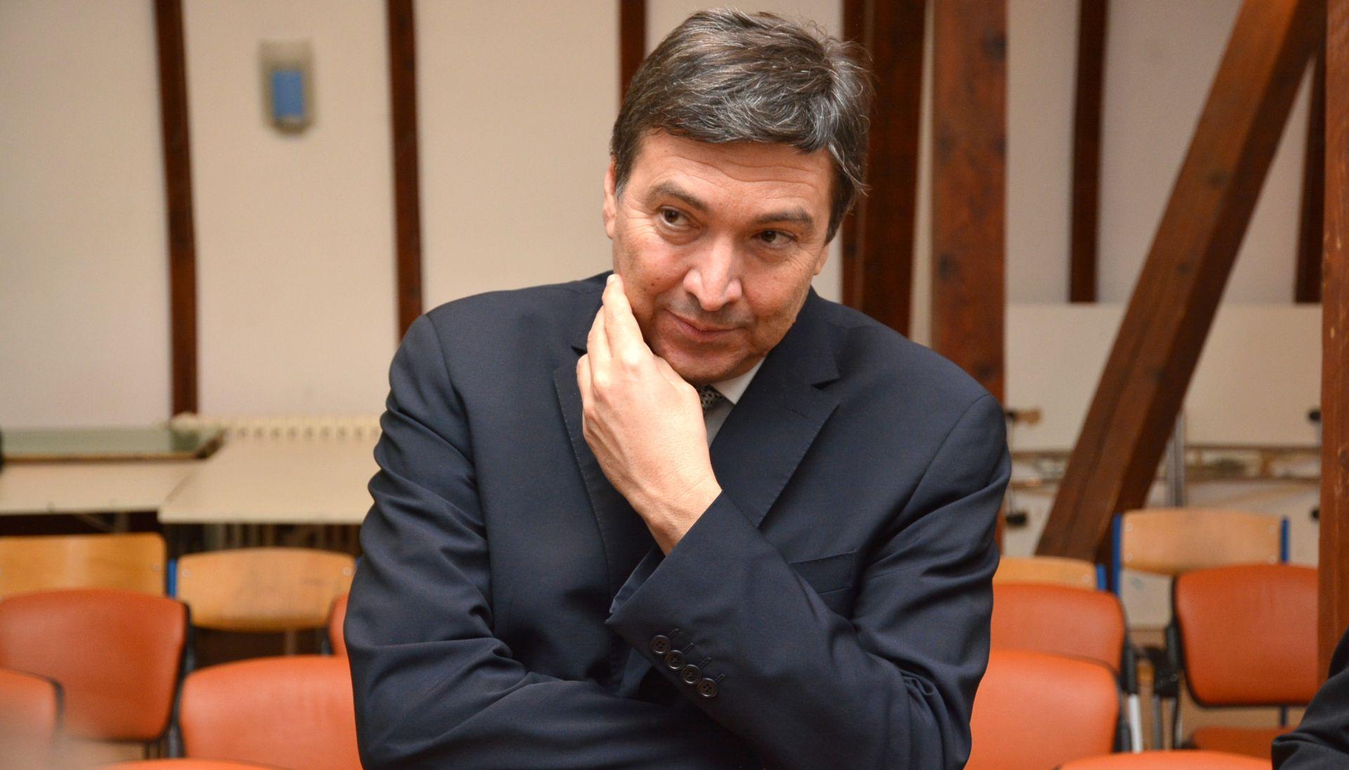 BANDIĆ TRAŽI OCJENU USTAVNOSTI I ZAKONITOSTI Mornar: U Hrvatskoj se još primjenjuje austrougarski model obrazovanja