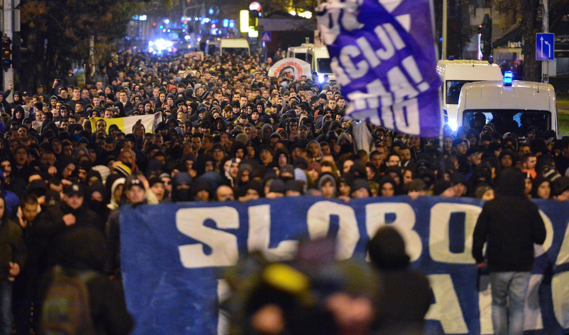 FOTO/VIDEO: INTERVENTNA POLICIJA OSIGURAVALA SKUP: BBB prosvjedovali ispred MZOS-a