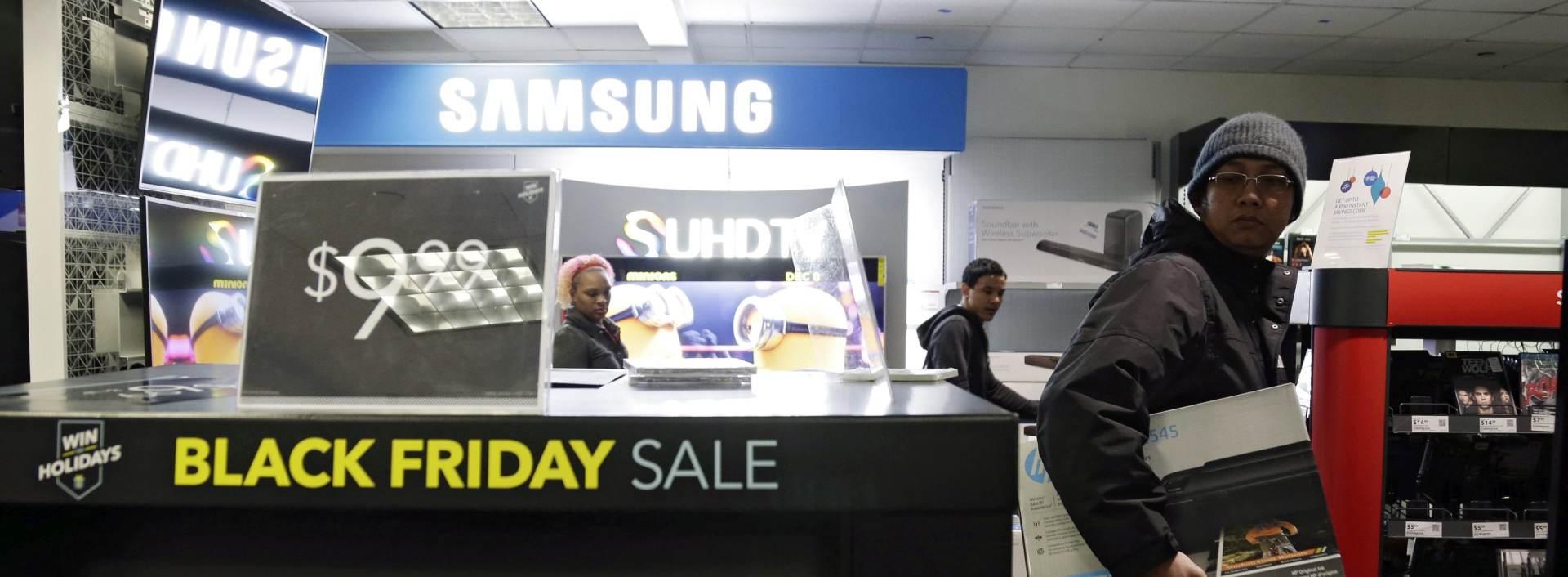 NOVI TRENDOVI: Na 'Crni petak' prodaja u američkim trgovinama pala, online porasla