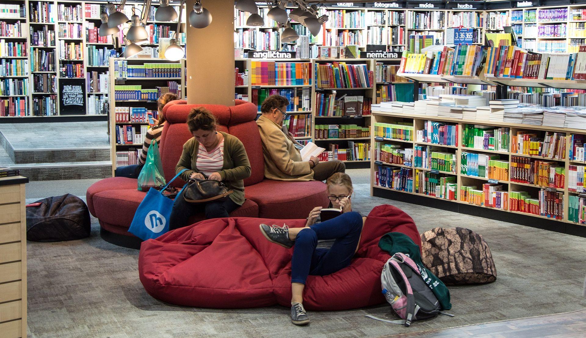 SPAJAT ĆE PREDNOSTI ONLINE I OFFLINE KUPOVINE Amazon u Seattleu otvara knjižaru