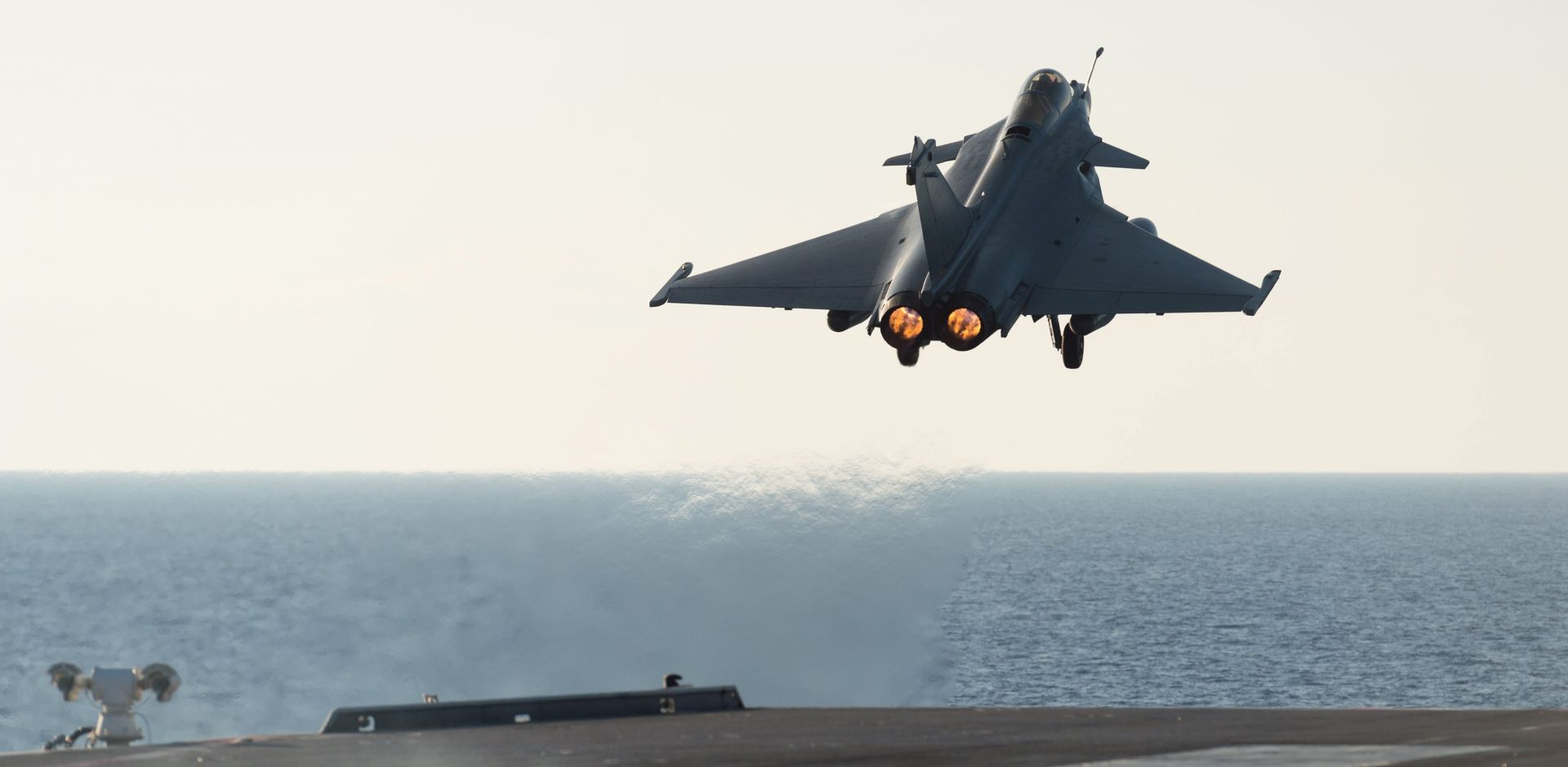 Francuska uključila nosač aviona Charles de Gaulle u borbu protiv IS-a