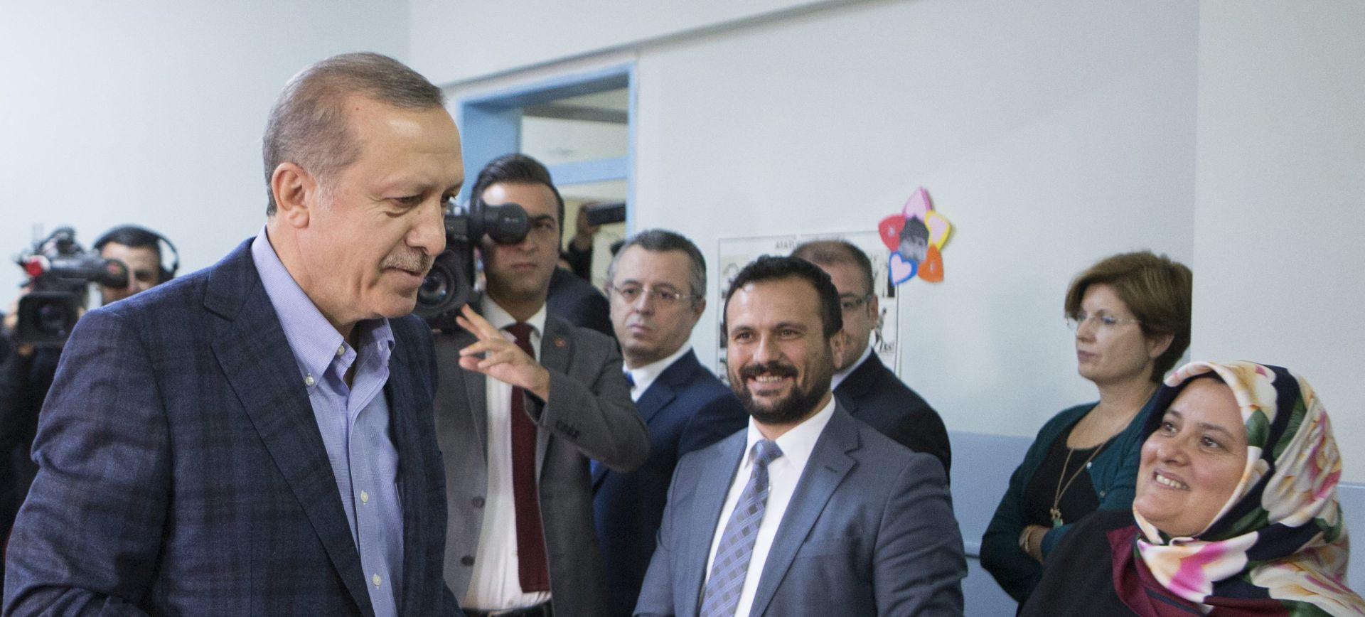 POTPUNA VLAST U RUKAMA: Erdoganova stranka premoćno vodi na izborima
