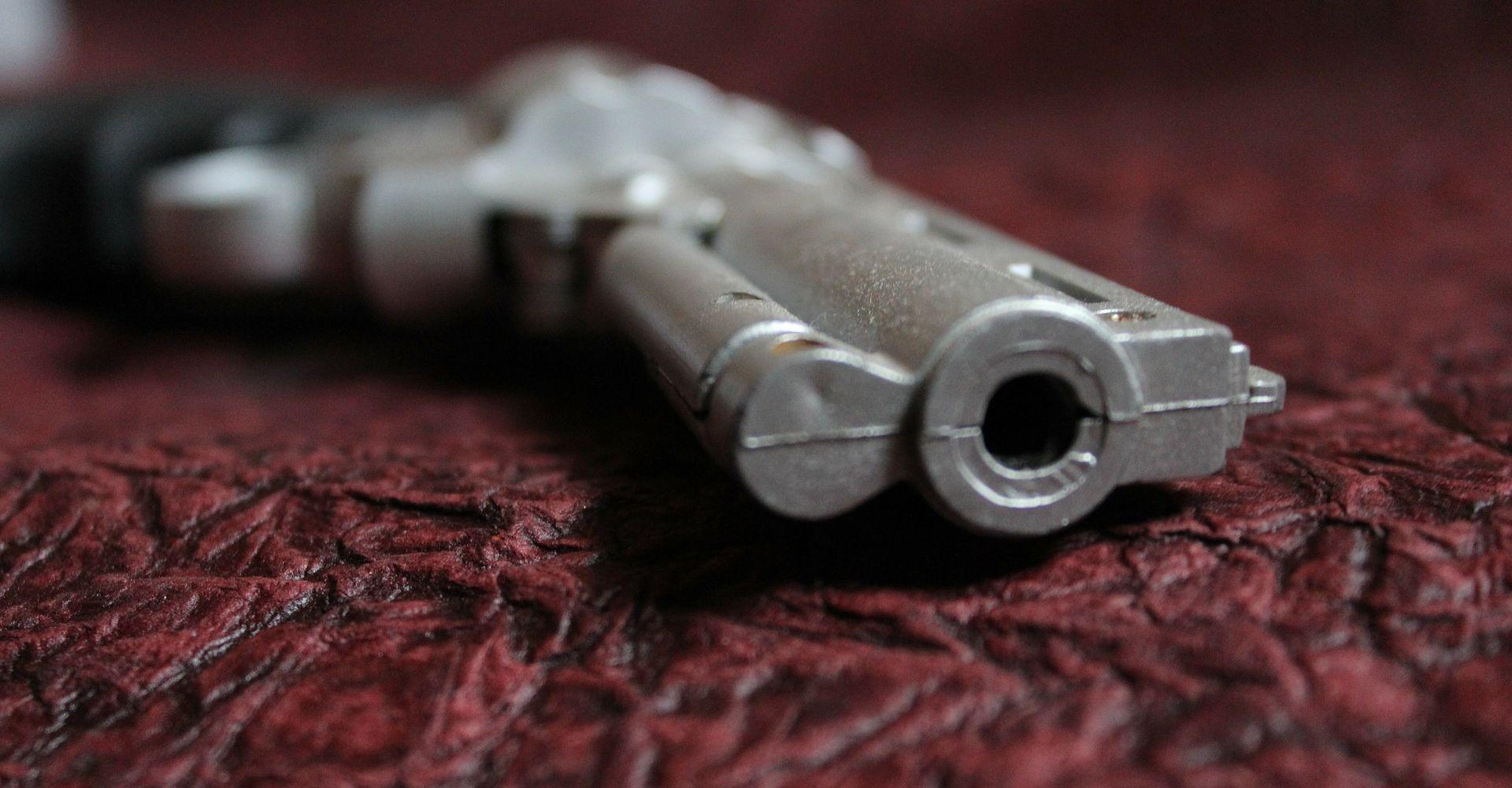 ZADRŽAN U ZATVORU Napao oca i pokušao u njega pucati iz pištolja
