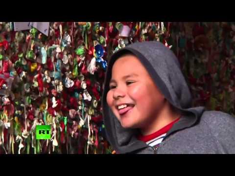 VIDEO: Nakon dvadeset godina čisti se 'gumeni zid' na ulici Post Alley