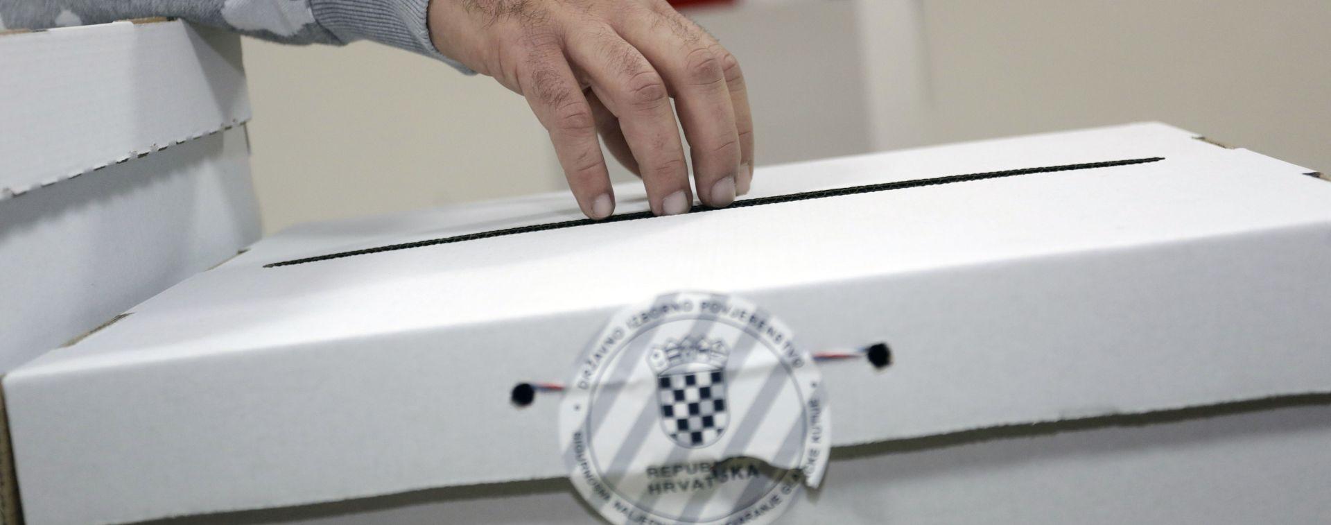 Glina: Oko trećinu birača izašlo na izbore