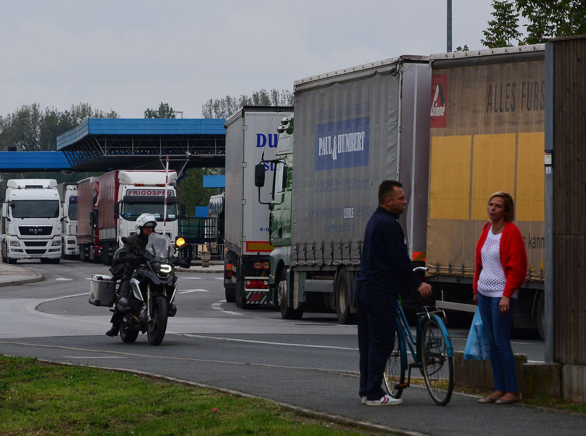 ČEKA SE DOZVOLA: Turski kamioni blokirani na ruskoj granici