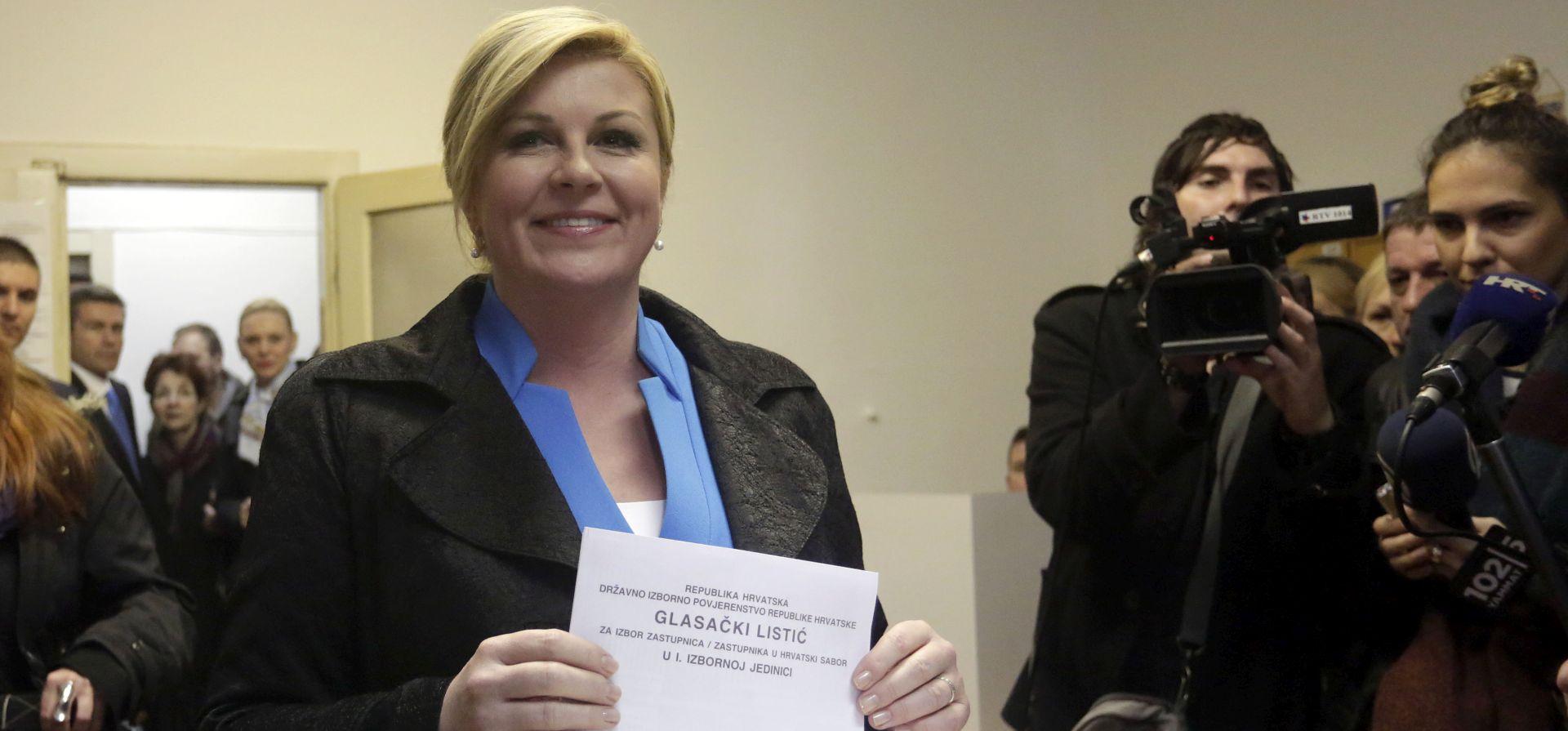 IZBORI 2015. : Predsjednica Grabar -Kitarović glasovala na izborima