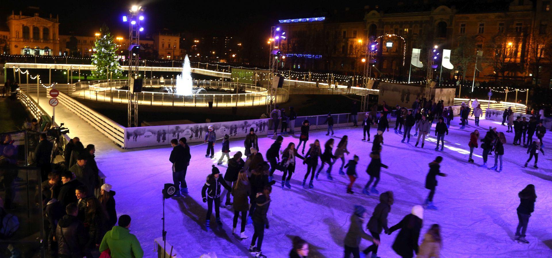 ZAPALJENA PRVA ADVENTSKA SVIJEĆA: Otvoren Ledeni park i Advent na Zrinjevcu