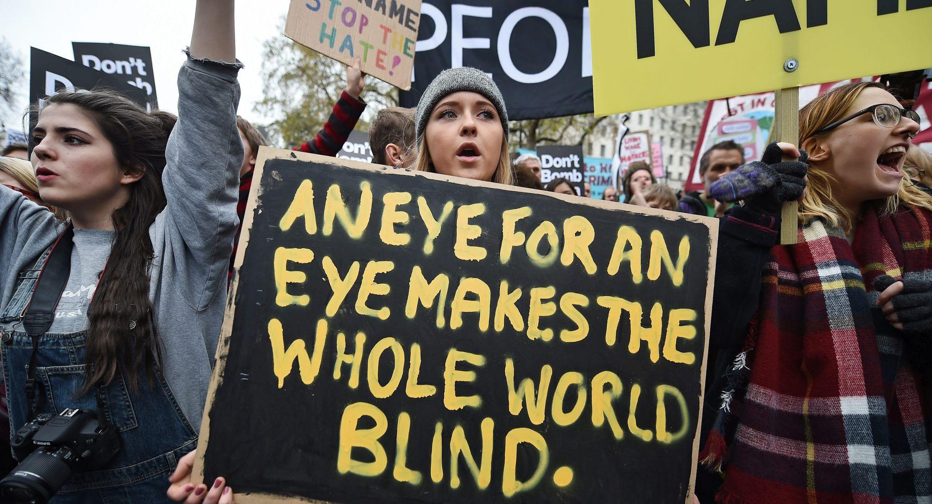 """""""STOP THE WAR"""": U Londonu 5000 prosvjednika protiv britanskih napada u Siriji"""