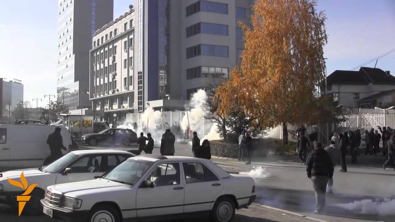 VIDEO: U neredima u Prištini povrijeđeno 17 policajaca