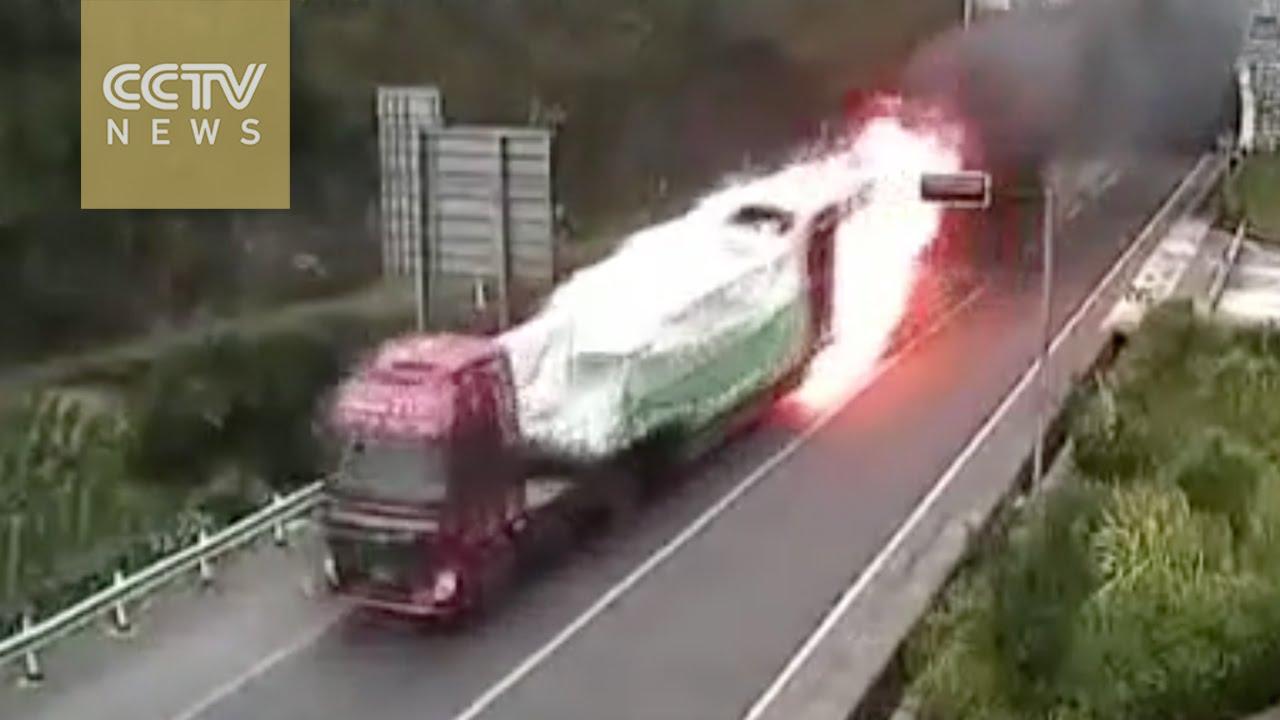 VIDEO: Kamion se zapalio tokom prolaska kroz tunel