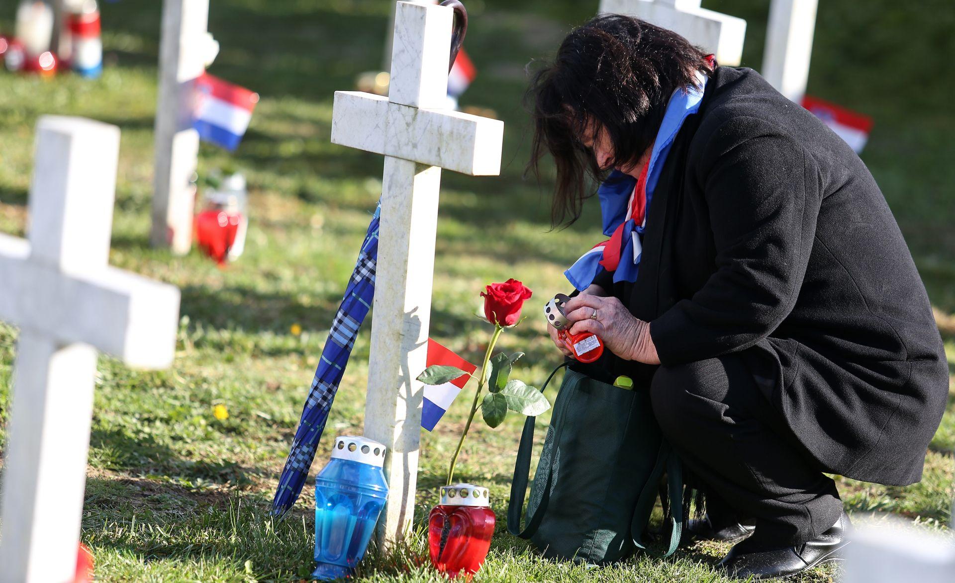 BLAGDAN SVIH SVETIH: Posjet Memorijalnom groblju žrtava iz Domovinskog rata