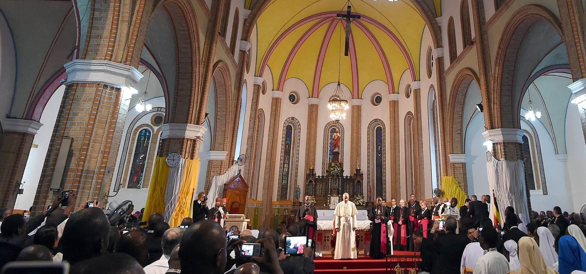 PORUKA MIRA: Papa kršćane i muslimane nazvao braćom