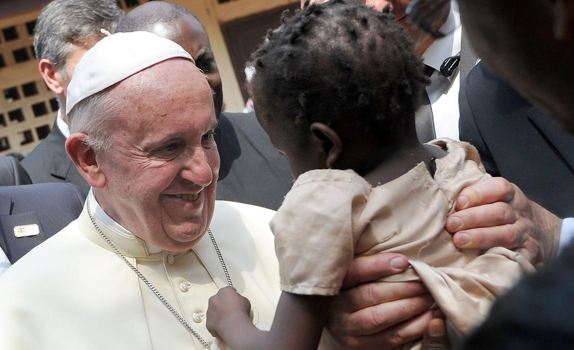 POVRATAK U RIM: Papa Franjo završio afričku turneju