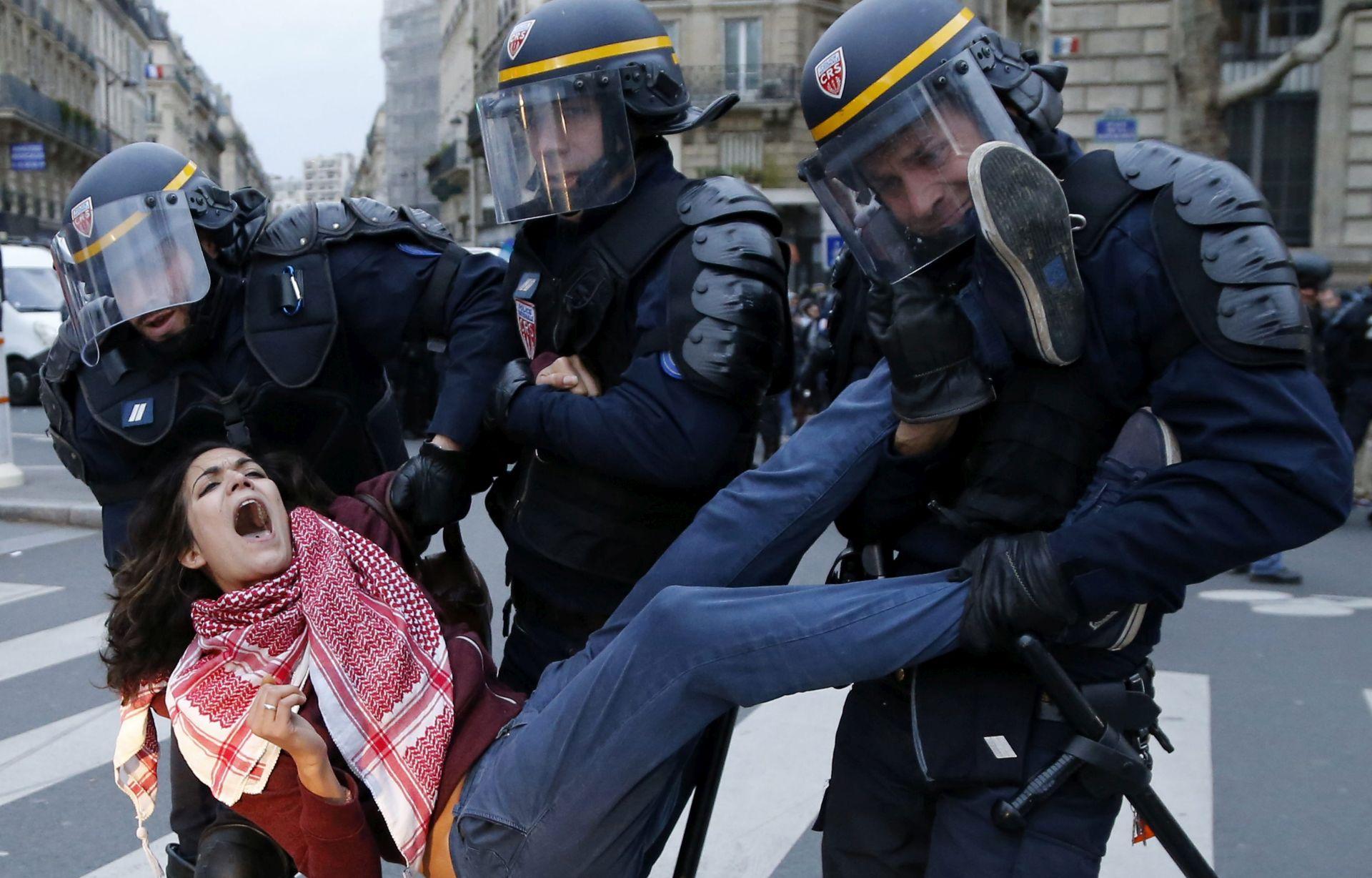 PROTIV KONFERENCIJE O KLIMI: U Parizu se sukobili prosvjednici i policija