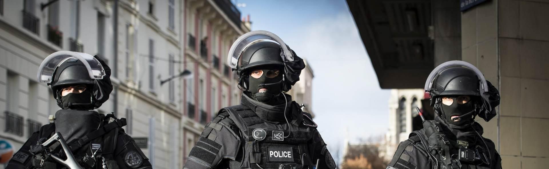 UZBUNA U LONDONU: Policija blokirala ceste i podigla helikoptere, trojac iz sumnjivog auta uhićen zbog krađe