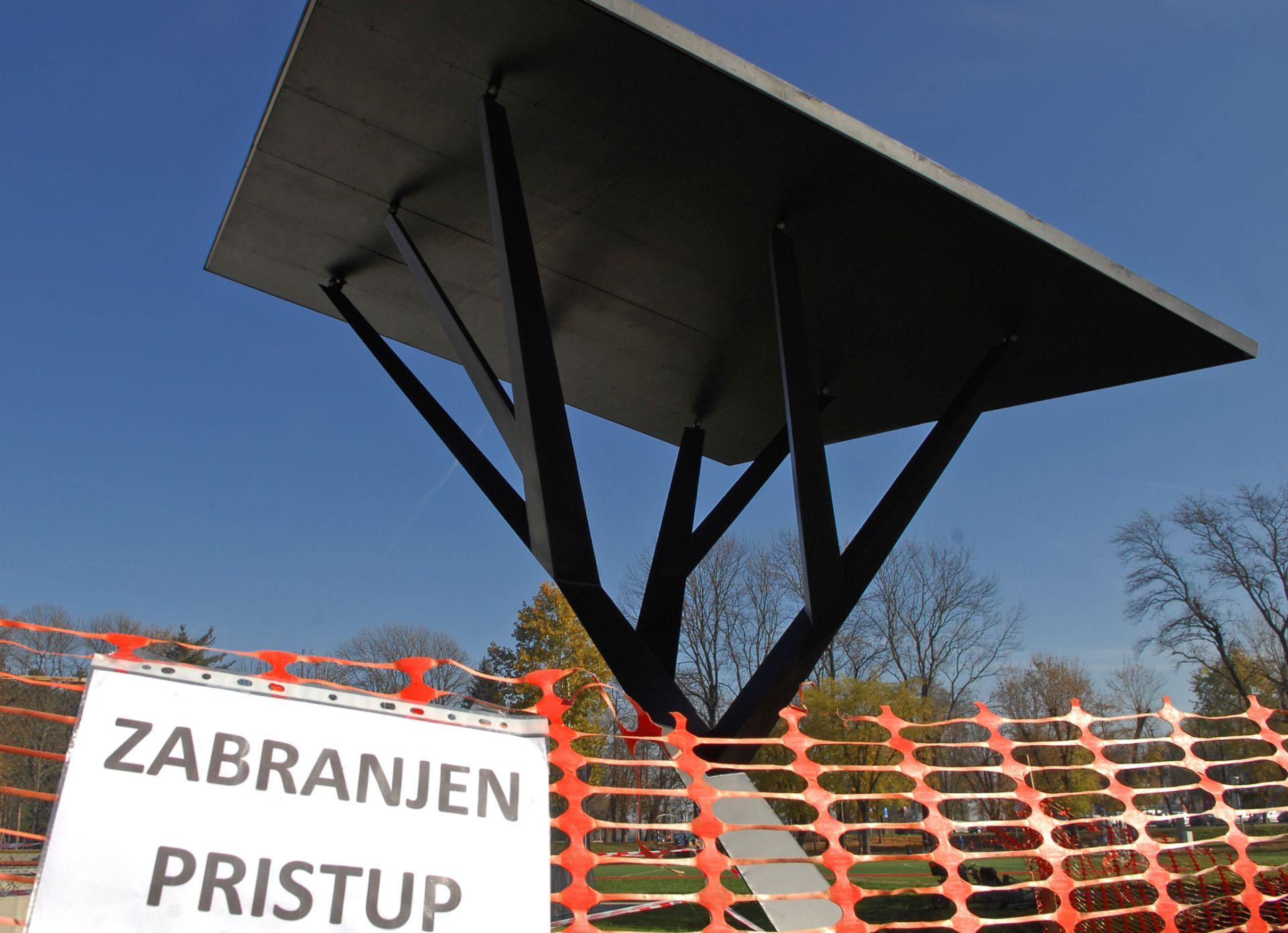 """""""TURBINA PROMJENA"""": Solarno stablo """"niknulo"""" u karlovačkoj rekreacijskoj zoni na Rakovcu"""