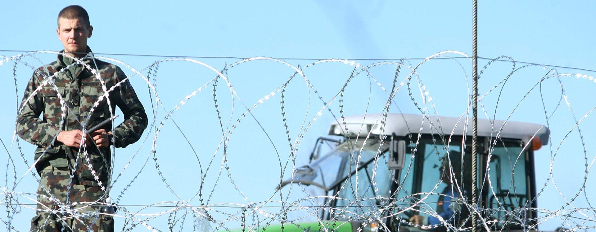 POČELI RADOVI: Slovenska vojska rasteže žicu na granici na najosjetljivijim sektorima