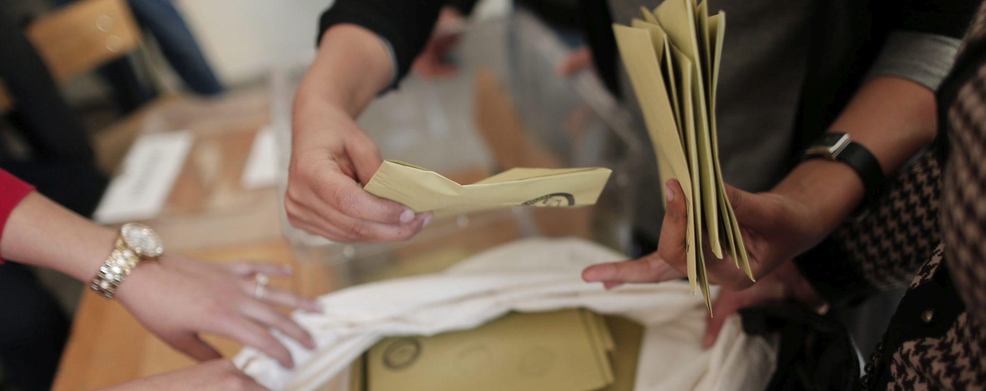 ERDOGAN U UTRCI ZA APSOLUTNU VLAST: Turci u velikom broju izašli na birališta na parlamentarnim izborima