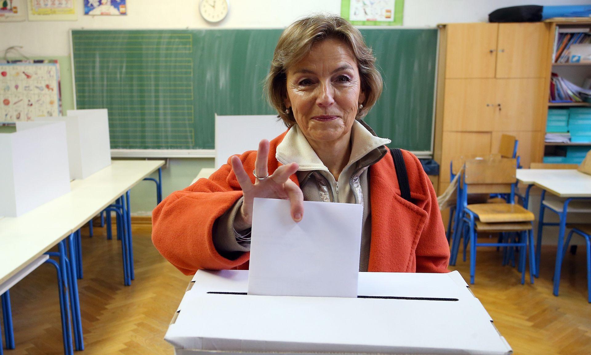 GLASOVALA I VESNA PUSIĆ: Važno je da što više ljudi izađe na izbore