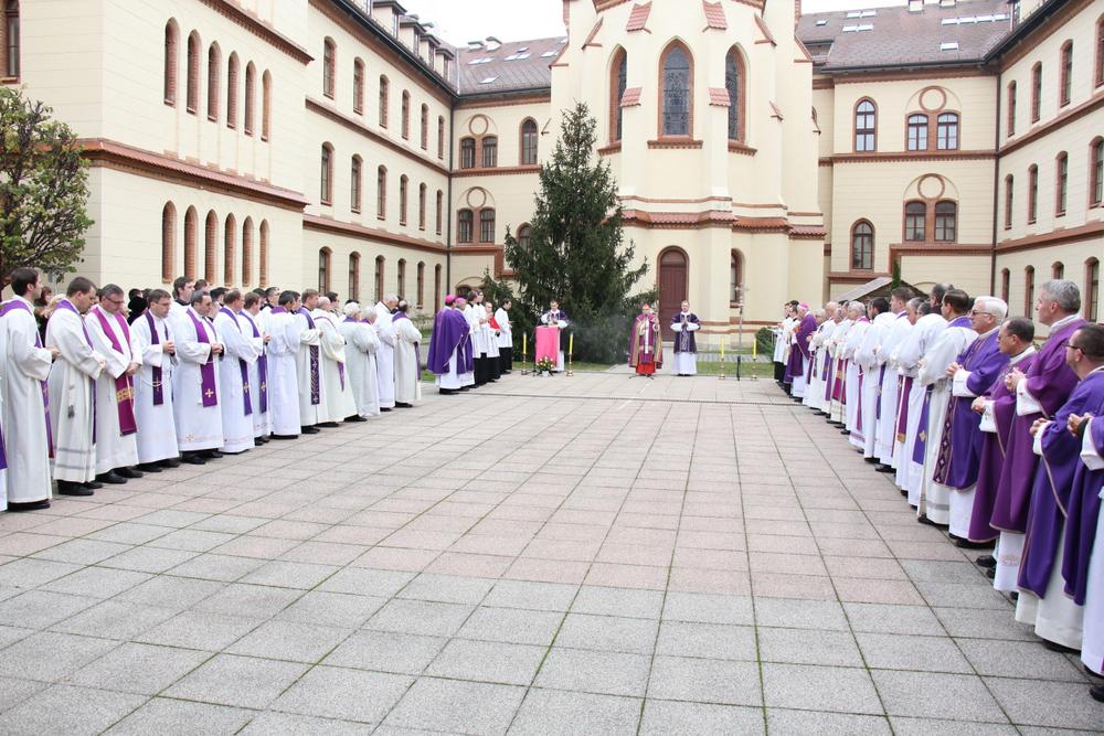 RAVNATELJICA ŠOKIRANA Nadbiskupija se ogradila od vjeroučitelja Bagarića