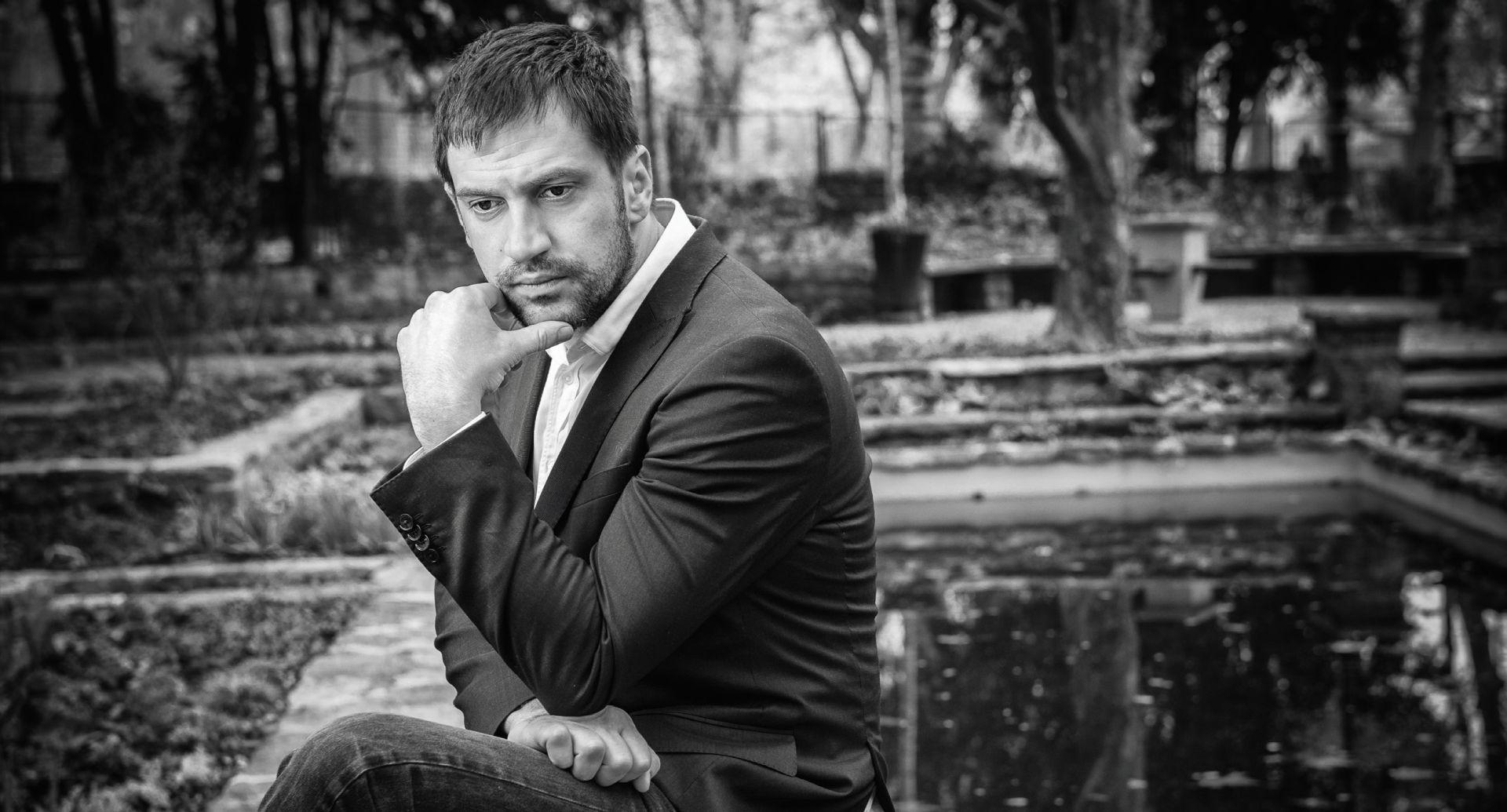 """INTERVJU: GORAN BOGDAN 'Frljiću moramo skinuti kapu zbog predstave 'Aleksandra Zec"""""""