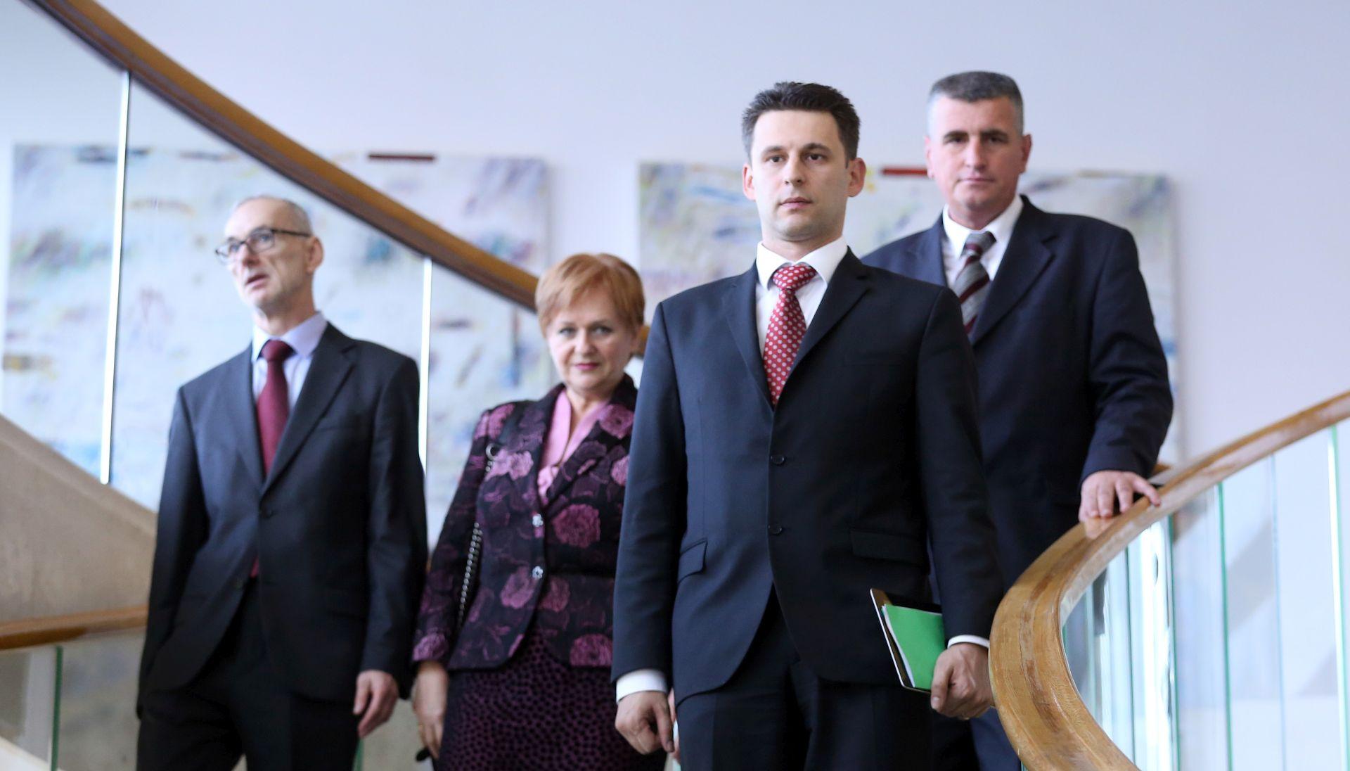 'VELIKA TROJKA' KOD KOLINDE Most čeka odgovore HDZ-ove i SDP-ove koalicije