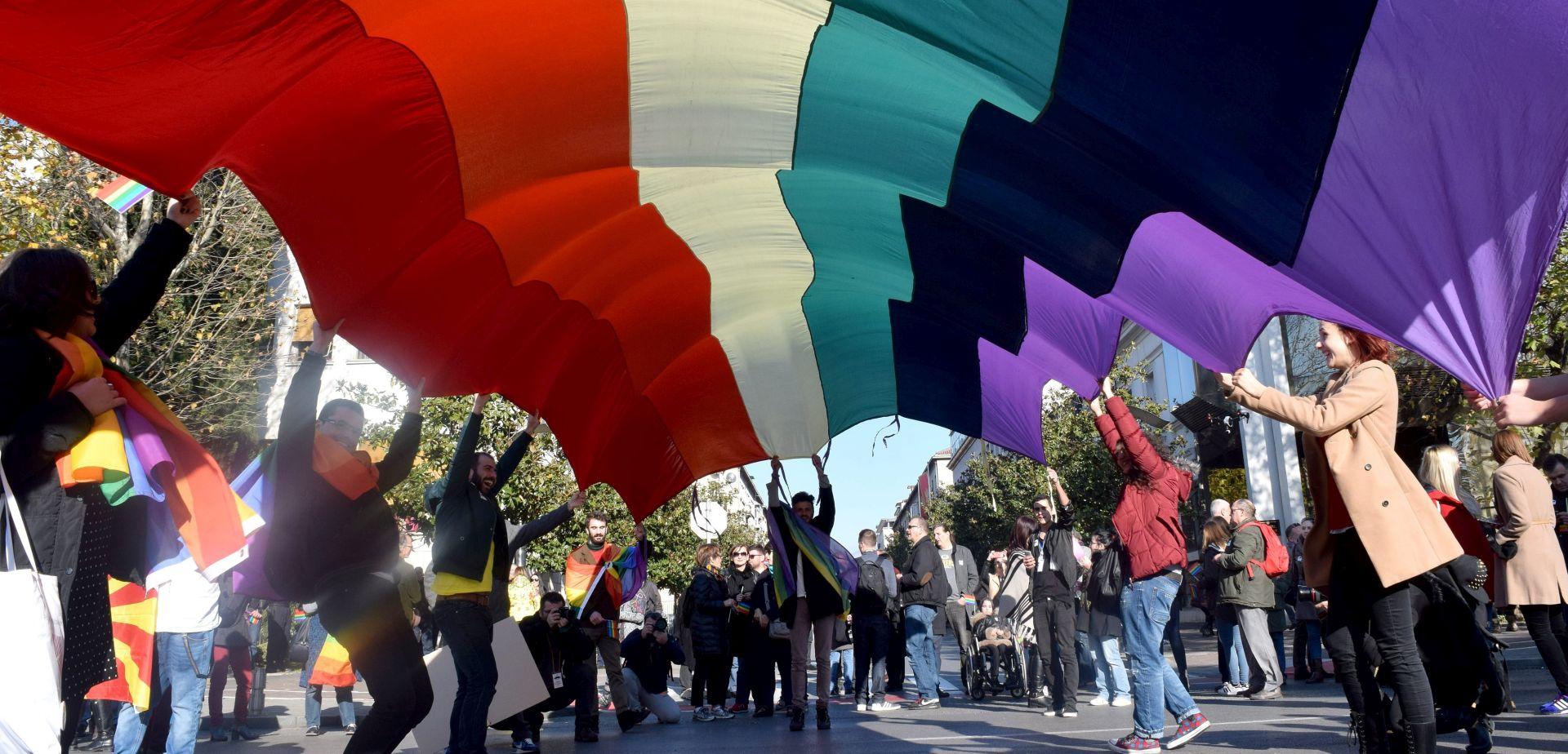 TREĆI PRIDE U CRNOJ CORI: LGBT osobe mirno šetale Podgoricom