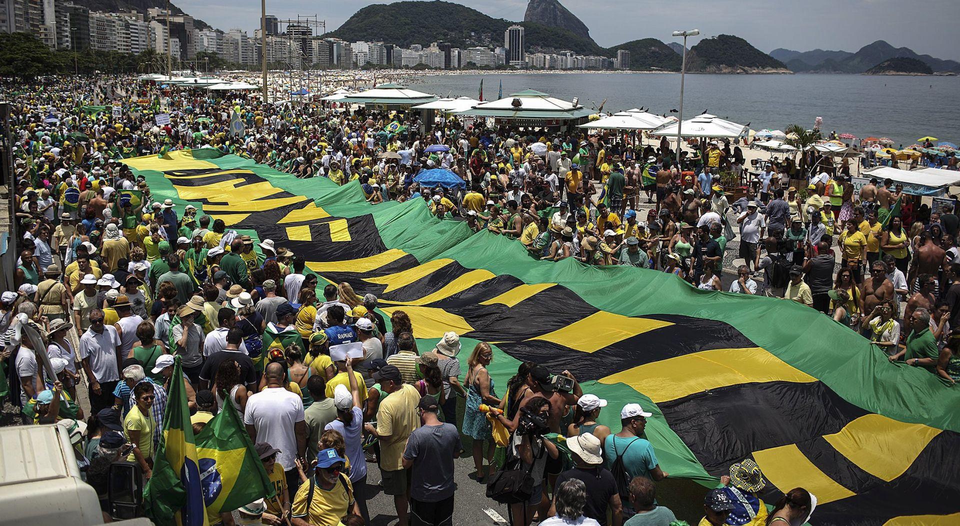 Deseci tisuća Brazilaca tražili odlazak predsjednice Rousseff
