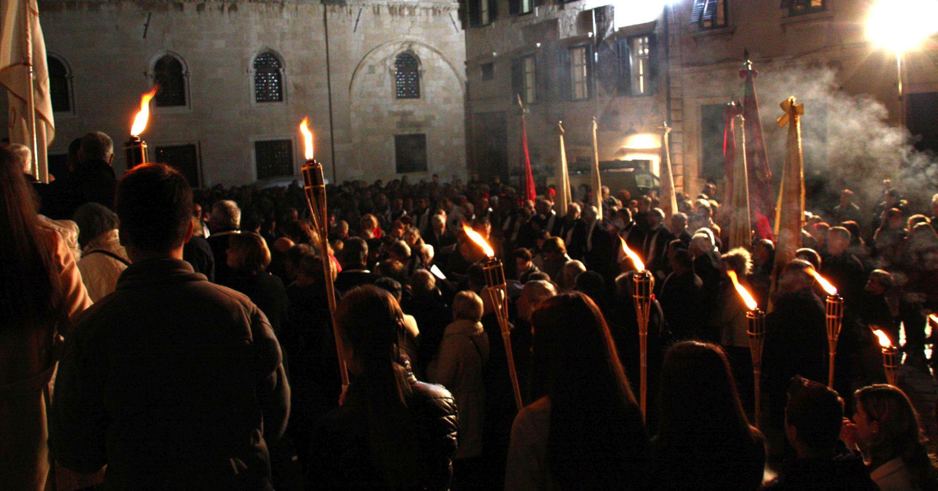 Dubrovnik: Procesijom i otvaranjem Vrata milosrđa započela Godina milosrđa i Godina svetog Vlaha