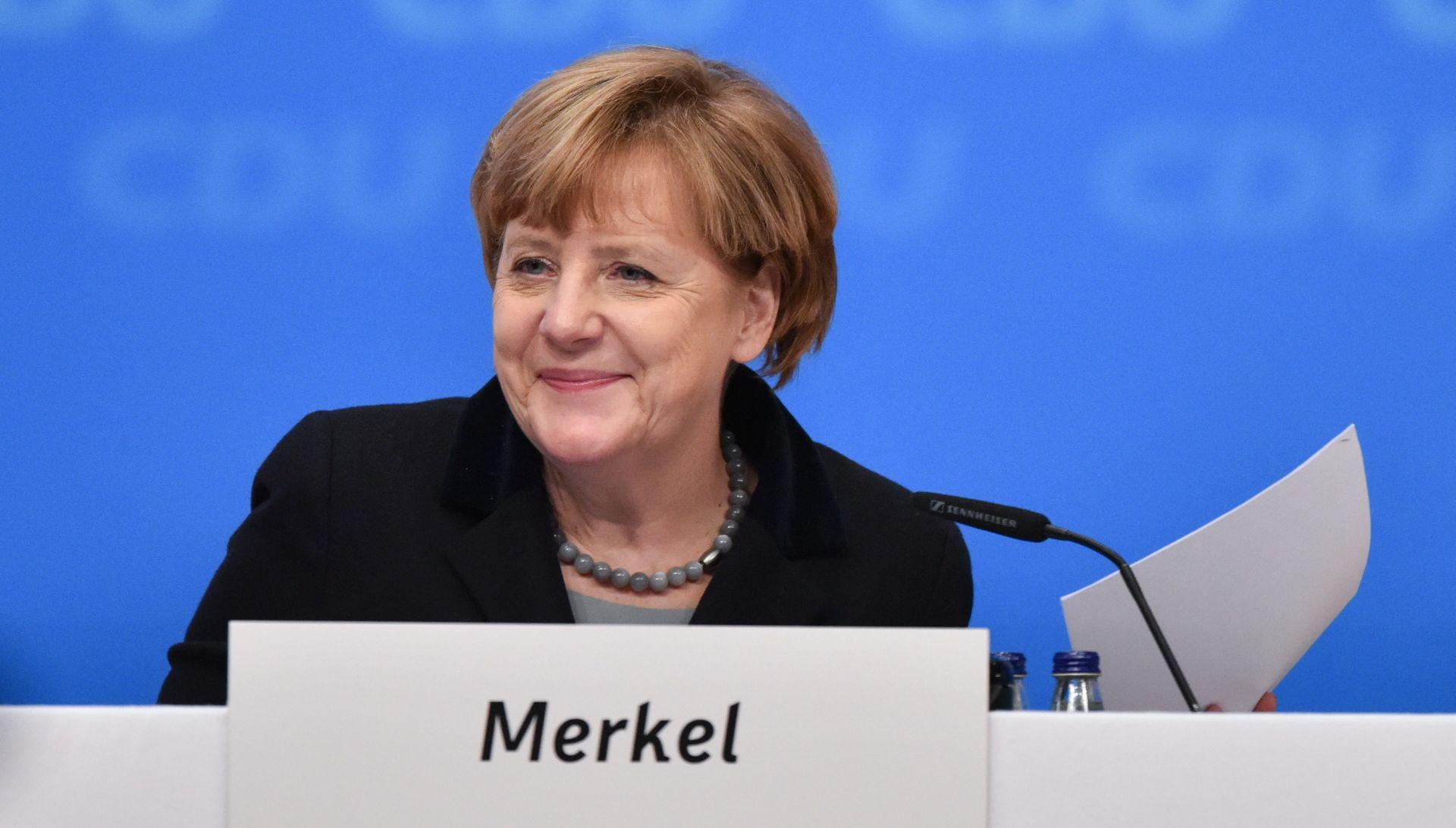 Novogodišnji govor Angele Merkel na ZDF-u online s titlovima na arapskom i engleskom