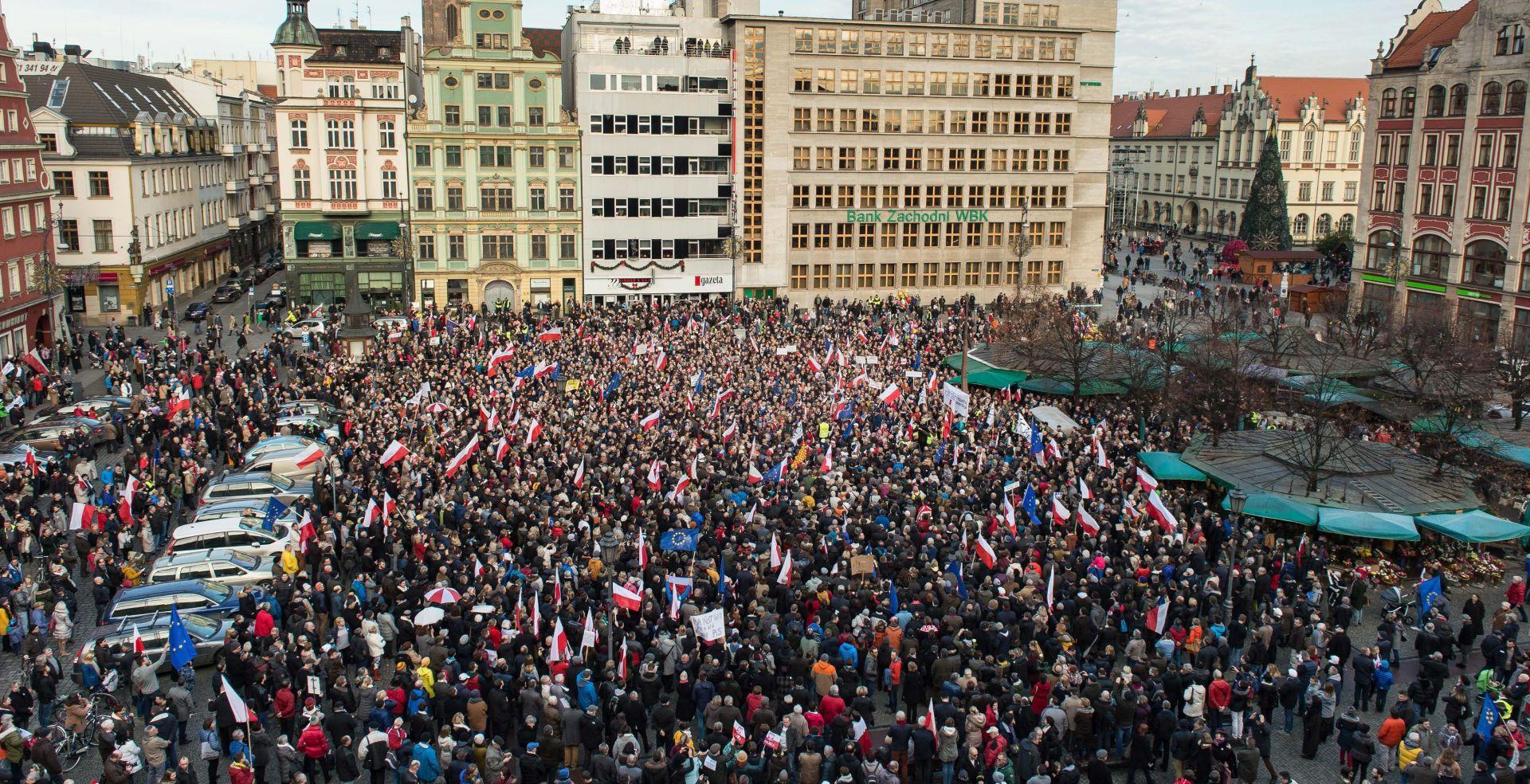 """Poljska: Tisuće prosvjednika u """"obrani demokracije"""""""