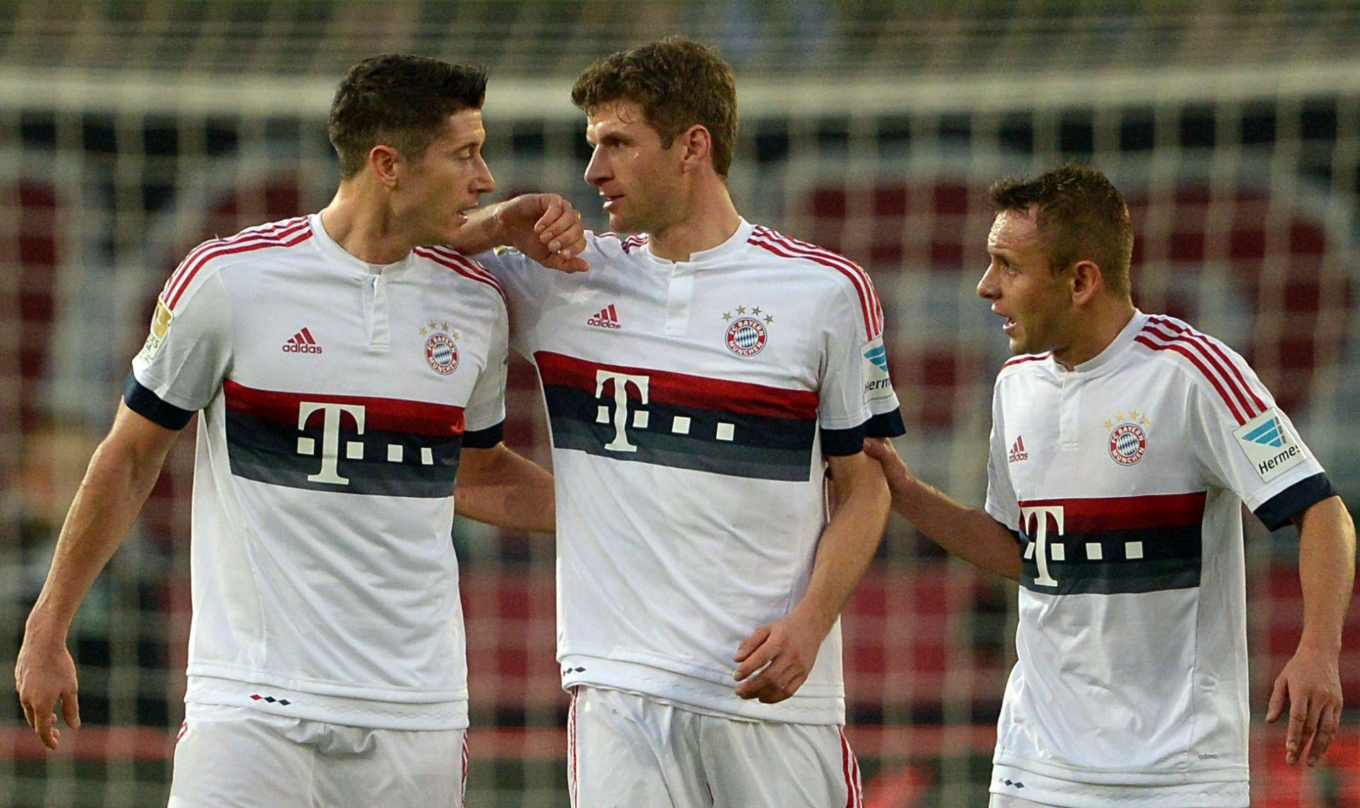 BUNDESLIGA Bayern slavio, Borussia poražena