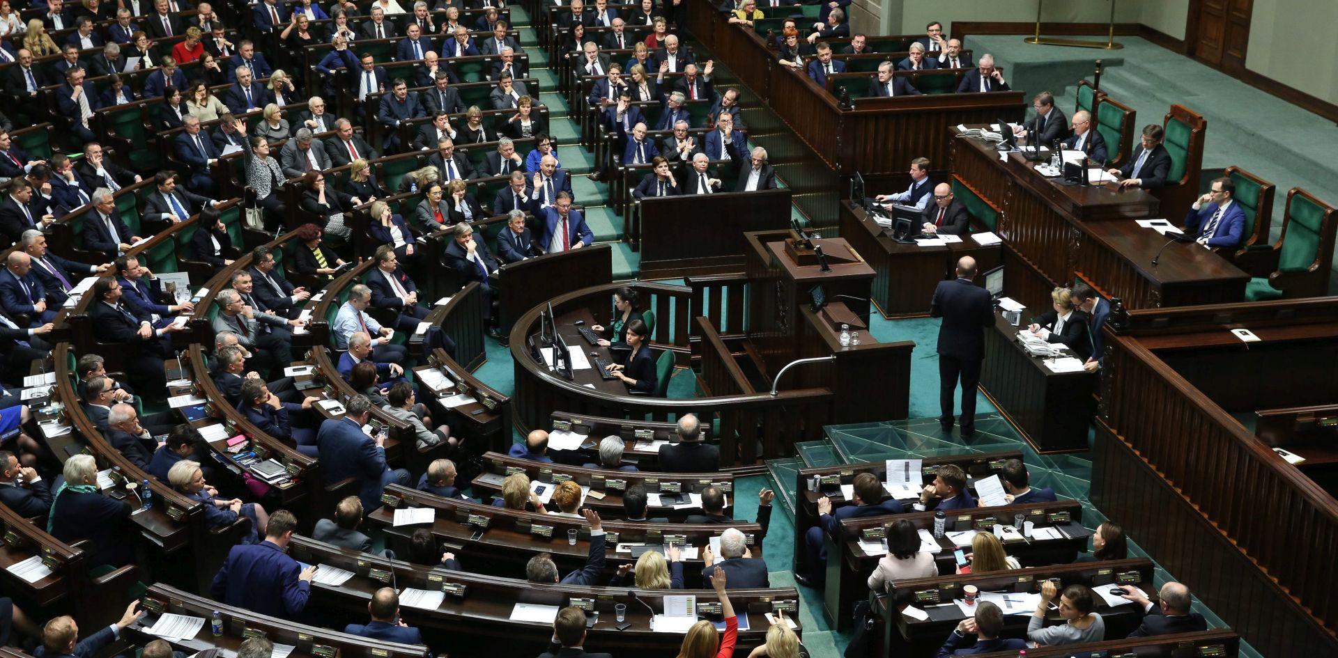 Poljska: Senat odobrio sporni zakon o javnim medijima