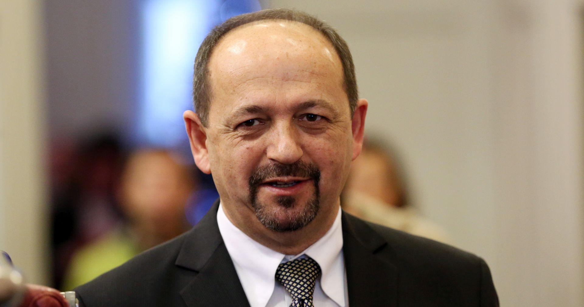 """LOVRINOVIĆ PORUČIO """"Neće biti rezanja plaća u javnom sektoru"""""""