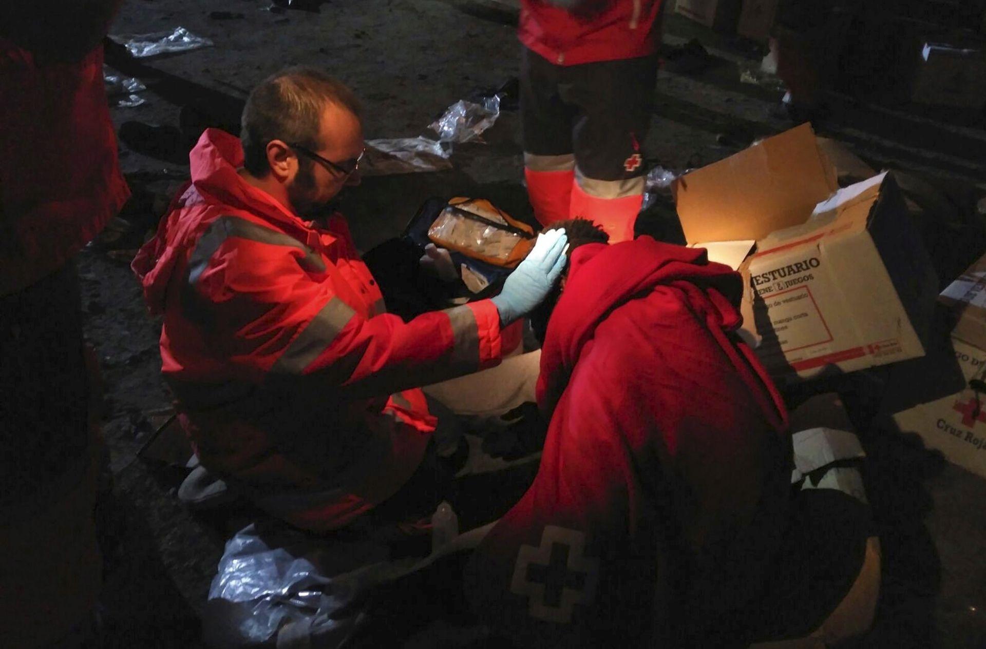 PROBILI OGRADU: Više od 180 emigranata ušlo u Španjolsku u Ceuti