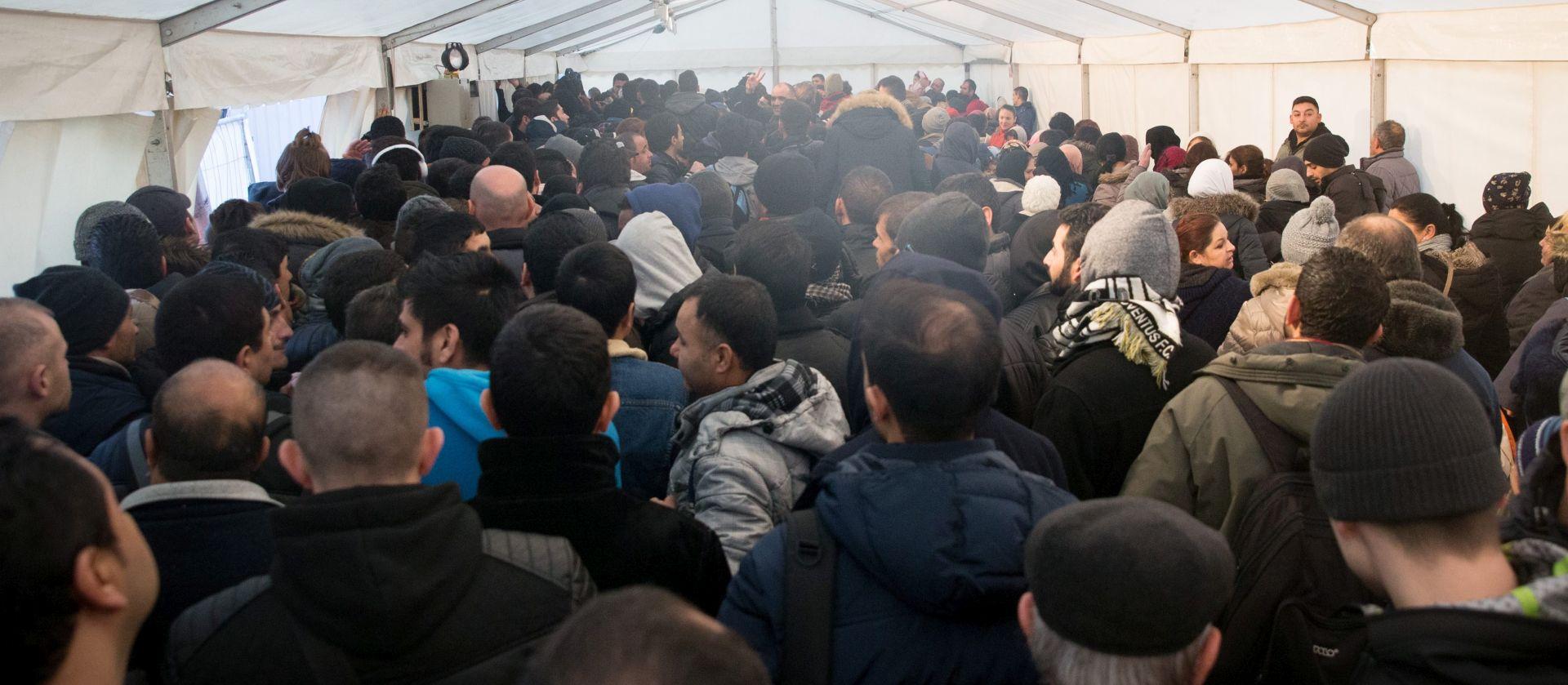 TUČNJAVE U PRIHVATILIŠTIMA: Sukobi među migrantima u Njemačkoj