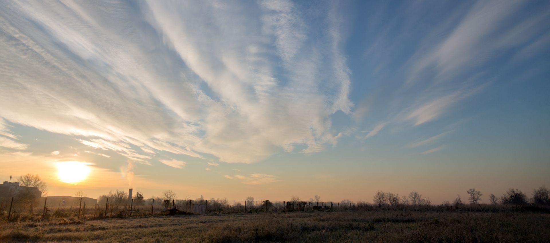 JADRAN I GORJE SUNČANI U nizinama oblačno s maglom