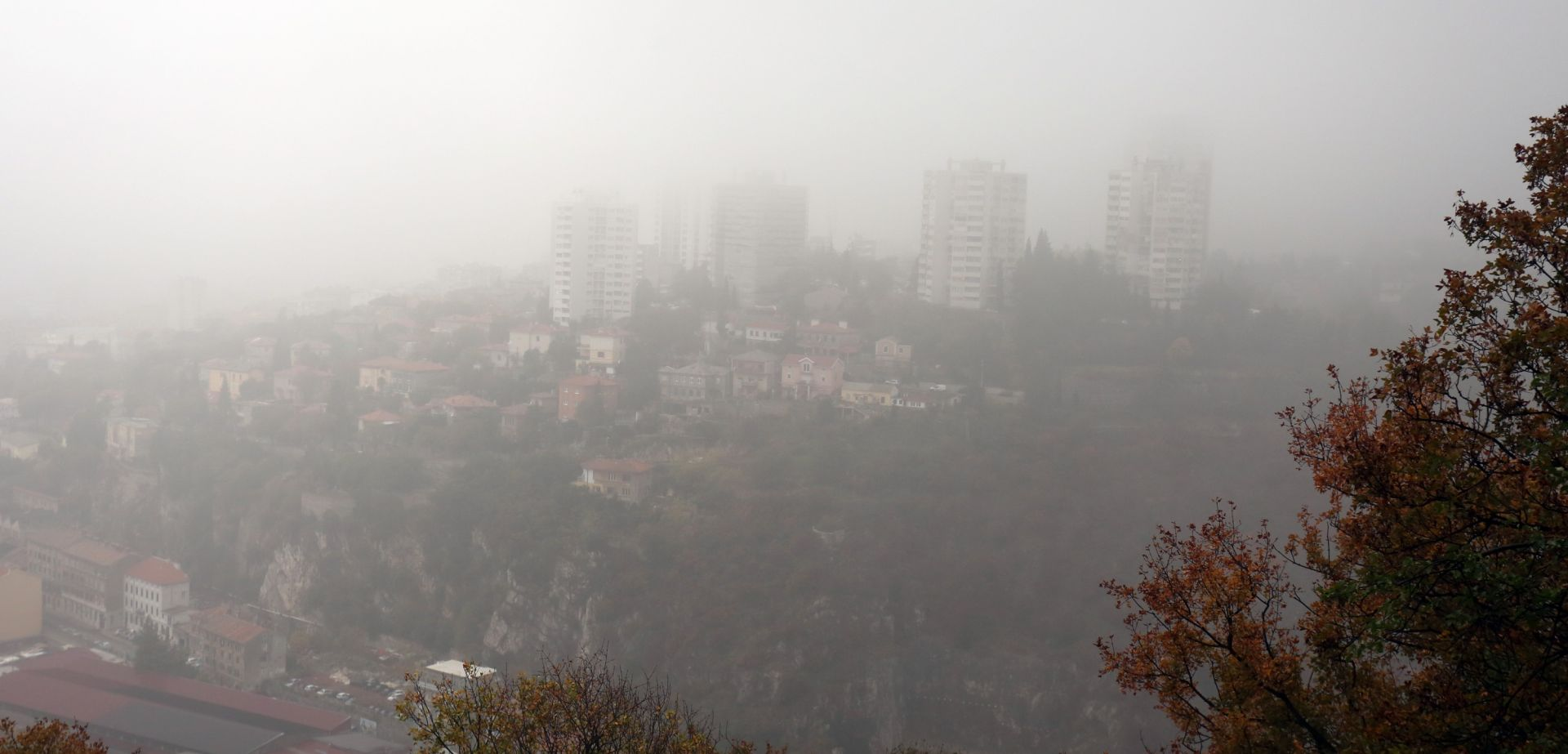 NA JADRANU PRETEŽNO SUNČANO Oblačno s maglom i rosuljom u unutrašnjosti