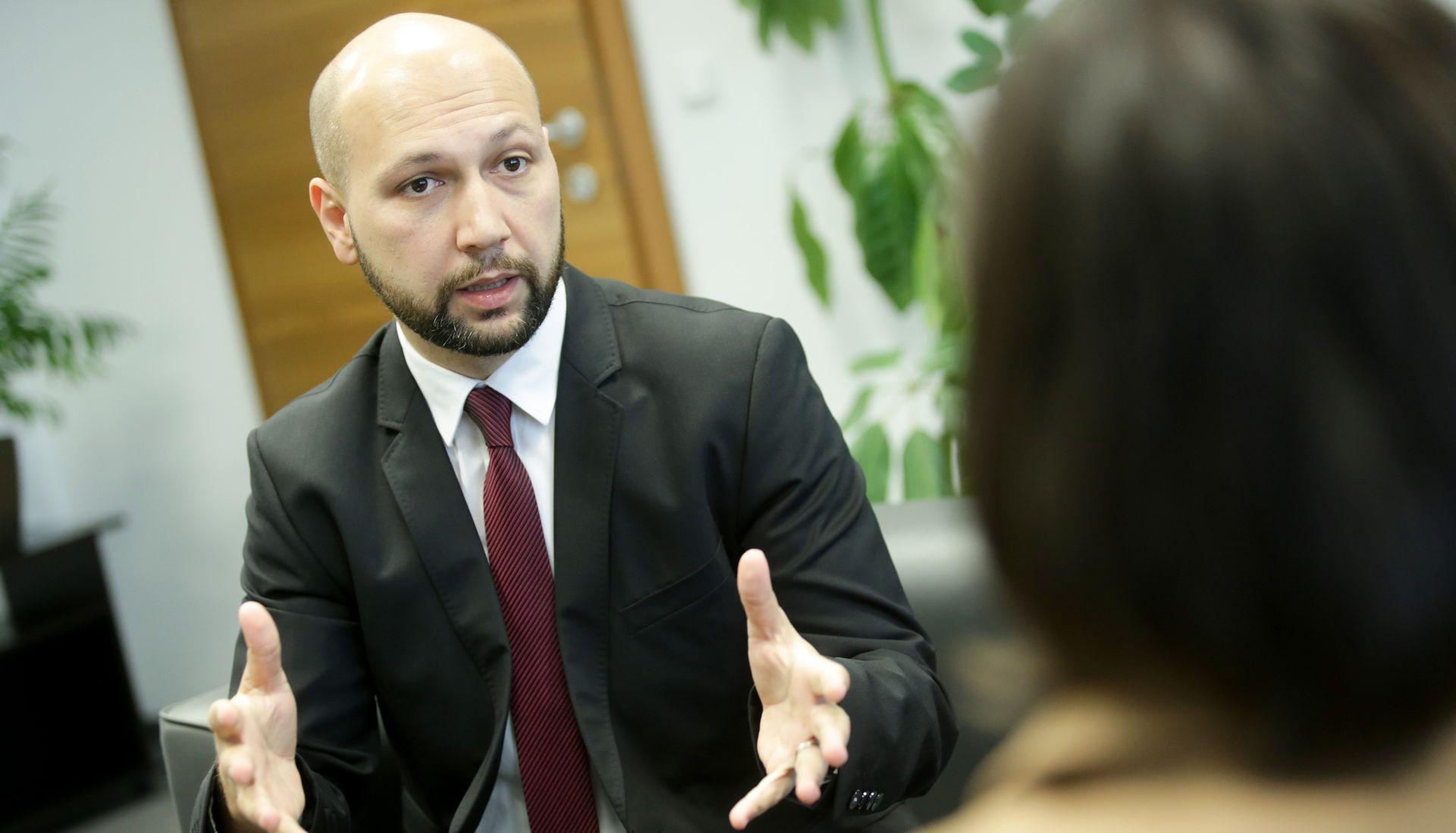 Zmajlović od eurospkog povjerenika za okoliš traži da se ukloni slovenska ograda od žilet-žice