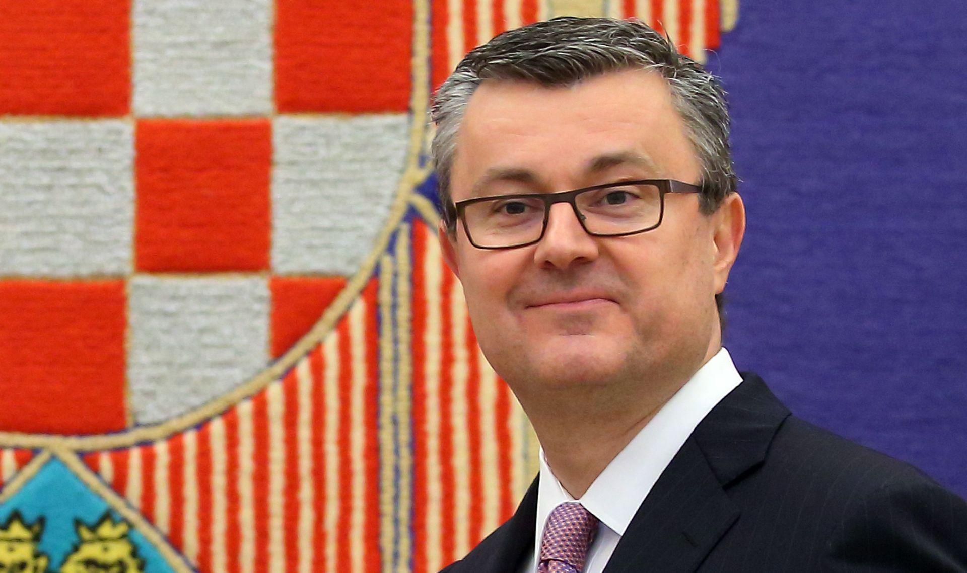 """KOMENTARI S DRUŠTVENIH MREŽA """"Sramota, imat ćemo premijera koji ne zna govoriti hrvatski"""""""
