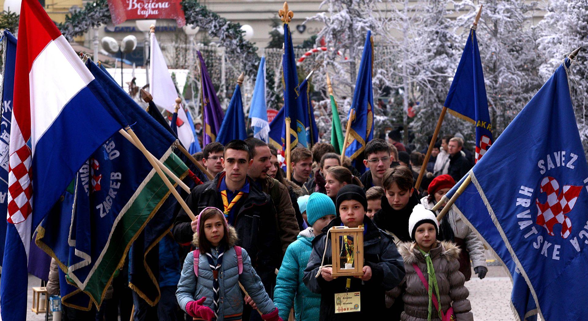NASTAVAK TRADICIJE: Hrvatski izviđači donijeli Betlehemsko svjetlo