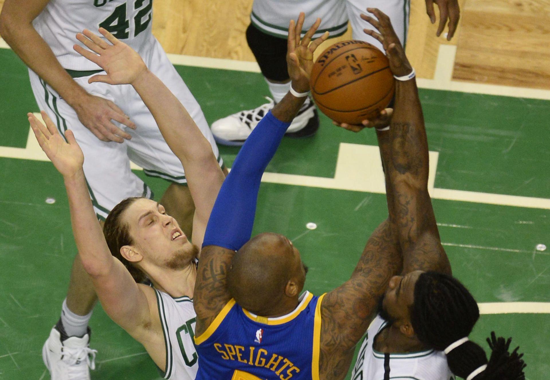 NBA: Warriorsima pobjeda nakon dva produžetka, 12 koševa Hezonje, pet koševa Rudeža