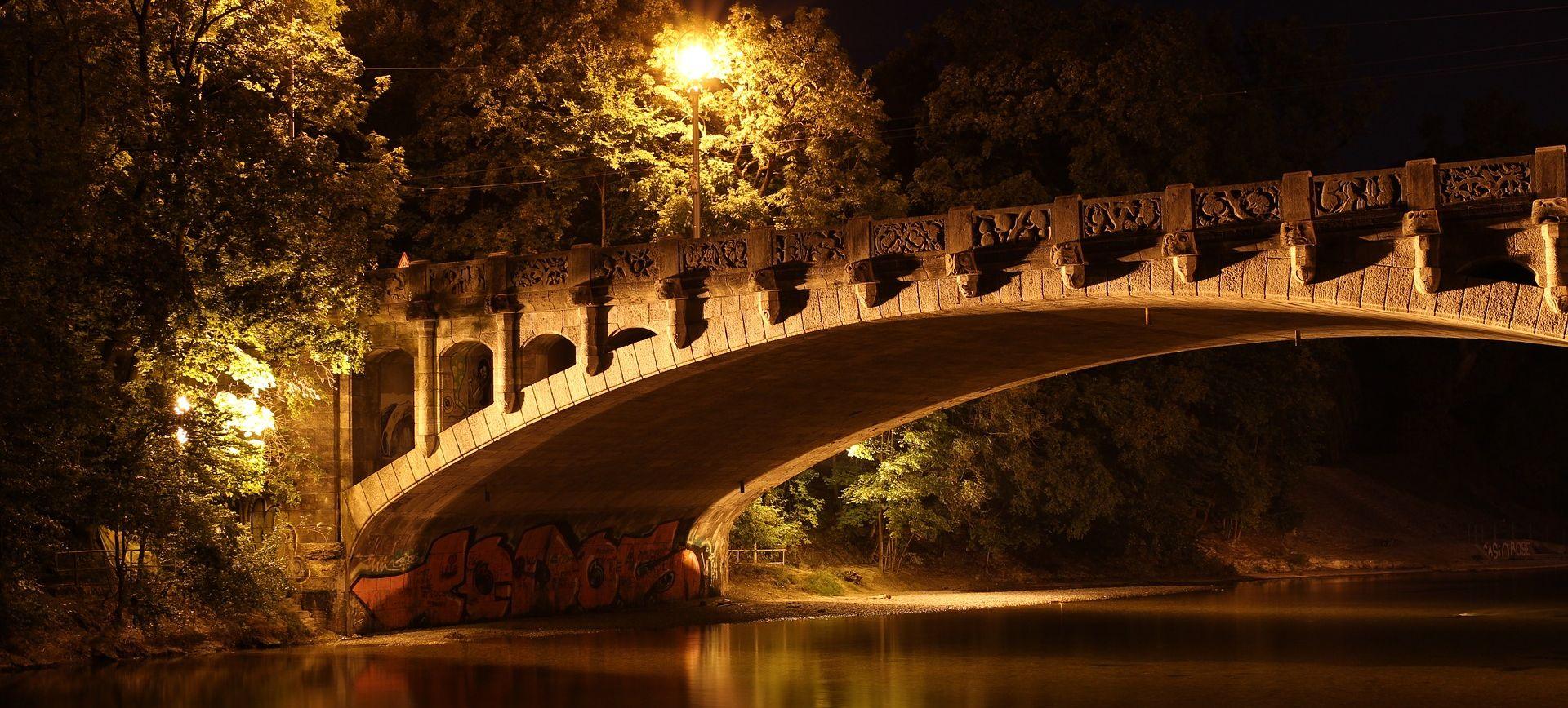 Autobus pun graničnih policajaca sletio s mosta u Argentini, najmanje 25 poginulih