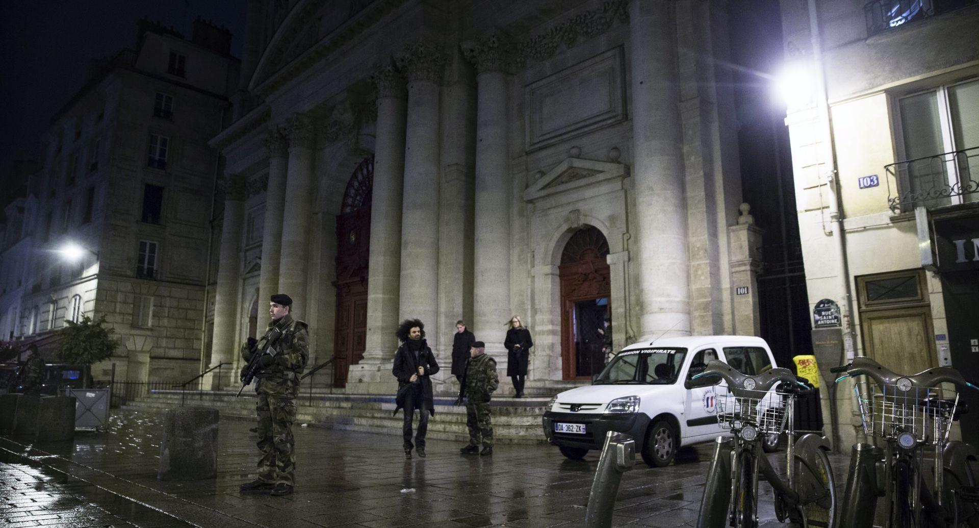 FRANCUSKA: Muslimani simbolično štitili crkvu za vrijeme polnoćke